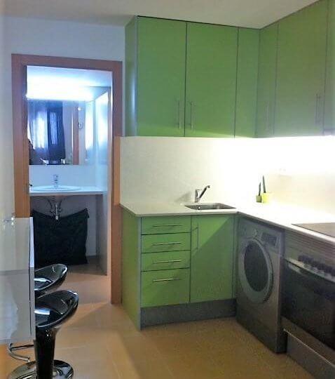 Cocina amueblada con electrodomésticos de Loft en alquiler Canet de Mar